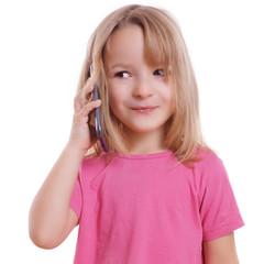 blondes Kind beim Telefonieren