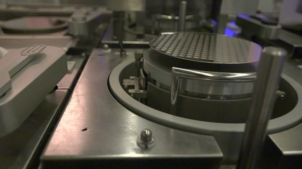 производство микрочипа