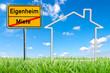 Schild mit Haus auf Wiese Eigenheim
