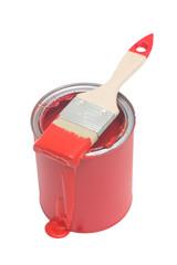 Rote Farbdose mit rotem Pinsel