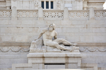 Statue on Piazza Venezzia in Rome