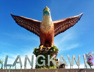 malaysian biggest eagle statue