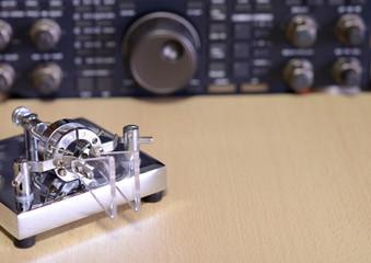 古いパドルキーと無線機