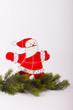 Weihnachtsmann auf Tannenzweig als Glasbild