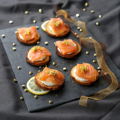 Toasts au saumon fumé 3