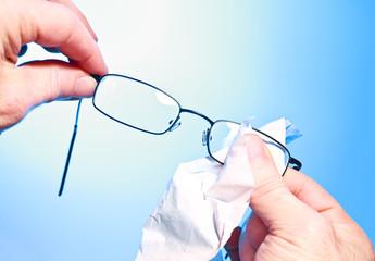 Nettoyer ses verres de lunettes