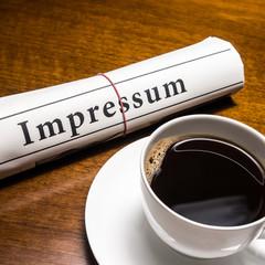 impressum zeitung, kaffee, schreibtisch