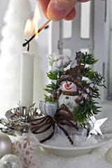 Winterlich dekorierter Tisch