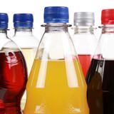 Fotoroleta Getränke wie Cola und Limonade in Flaschen