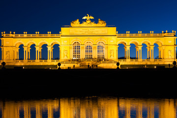 Gloriette Wien am Abend