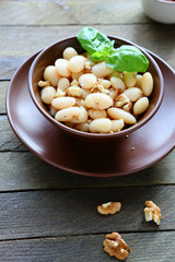white bean salad with walnuts