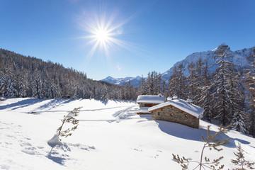 baite alpine in veste invernale