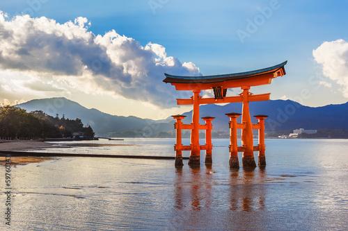 Foto op Aluminium Oude gebouw Great floating gate (O-Torii) in Miyajima