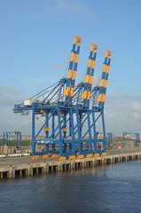 Портовые краны в контейнерном терминале
