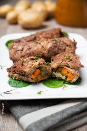 Vegane Sojarouladen gefüllt mit Gurke und Karotte