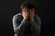 Depression, Mann fürchtet sich, Hände vor Gesicht - 59785569