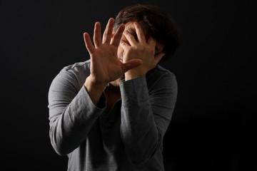 Depressiver Mann, Furcht vor Dunkelheit, Psyche