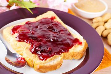 Erdnussbutter-Marmeladensandwich - Sandwich with peanut butter a