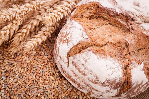Fotobehang Brood frisch gebackenes knuspriges brot detail