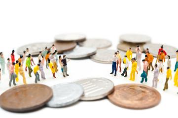 お金に関して対立する集団