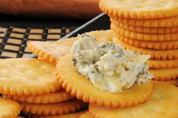Crackers with spinach artichoke dip