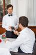 canvas print picture - bargeldlose zahlung im restaurant mit kreditkarte