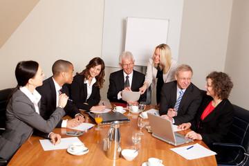 Teambesprechung im Besprechungsraum