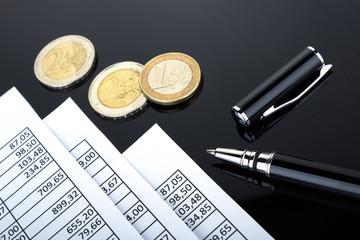 Tabellen Kugelschreiber und Euromünzen