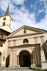 Valtournenche: piazza della chiesa Sant' Antonio