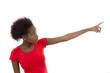 Afro-amerikanische farbige Frau isoliert in Rot mit Zeigefinger