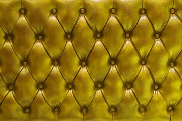 Fondo de textura de cuero natural acolchado en color dorado