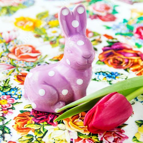 Osterhase und Tulpe