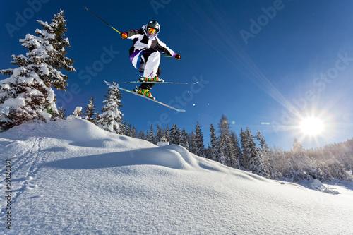 Fotobehang Wintersporten salto in neve fresca