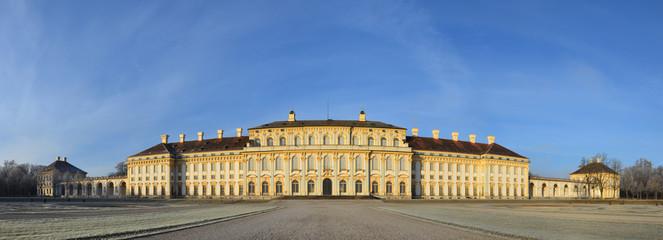 Schloss Schleißheim vor blauem Himmel