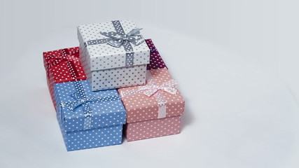Five present boxes rotating loop