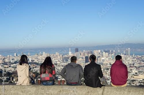 Fotobehang San Francisco People looking at San Francisco skyline from Twin Peaks
