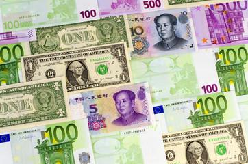 Euro-Geldscheine, US-Dollar, China-Banknoten
