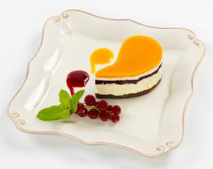 Тарелка со сладким десертом
