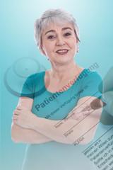 Ältere Frau mit Patientenverfügung