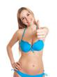 Frau im blauen Bikini zeigt den Daumen nach oben