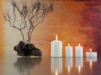 Stilleben mit Kerzen und Zweigen
