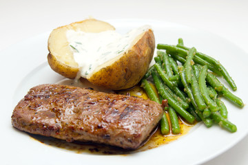 Lamb fillet with beans and potatao
