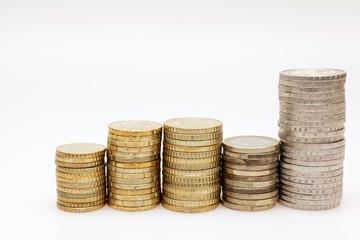 verschiedene Euro-Münzen aufgestapelt