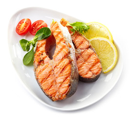 grilled salmon steak slices