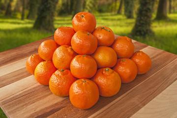 Piramide di clementine fresche