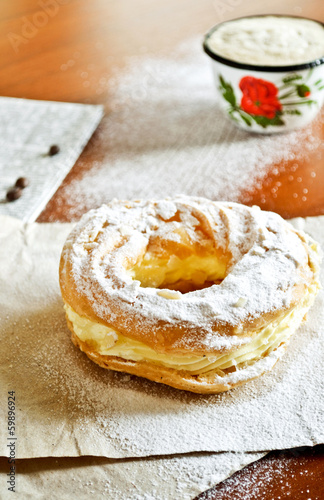 Pastry filled with custard