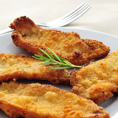 spanish escalopa de pollo a la milanesa, breaded chicken fillets