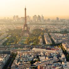 La tour Eiffel à Paris au coucher du soleil