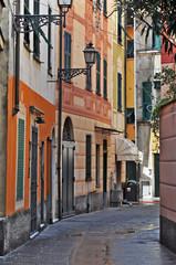 Rapallo, Liguria, Piazza strada o carrugio e case liguri