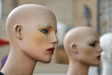 Old female mannequin heads